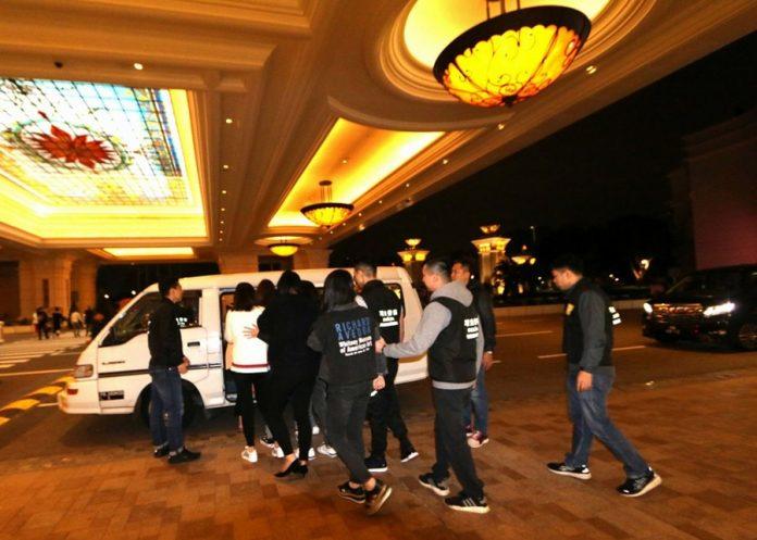 司警打擊賣淫巡查金光大道帶走16男女