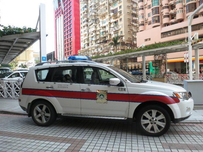 女荷官夥兩同鄉涉觸犯公務上之侵佔罪同被司警送檢處理