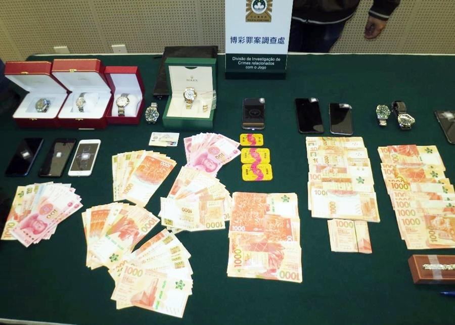 司警展示大批涉案現金和名錶等贓物