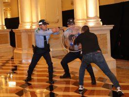 跨部門演練威尼斯人「捕狼」 模擬斬人持炸彈搶碼提升應急能力
