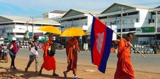 柬國僧侶率環保人士遊行 促拆非法排污遭勒令停業中資賭場酒店
