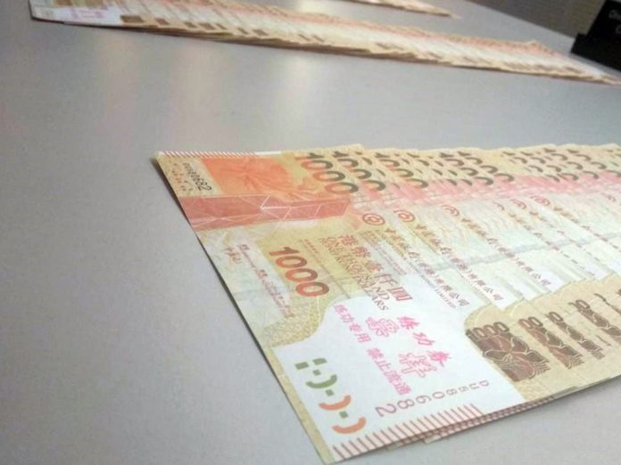 賭客黑兌過帳13.5萬人幣無錢收 報警擒兩換錢黨檢502張練功券