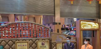 澳門29間賭場凌晨重開 賭客忍足半個月等開門「賭兩手」