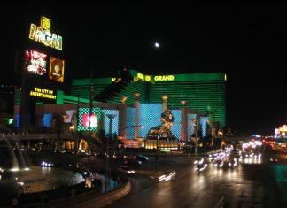 賭業疫境難捱 外媒指美高梅母企向1.8萬放無薪假員工派大信封