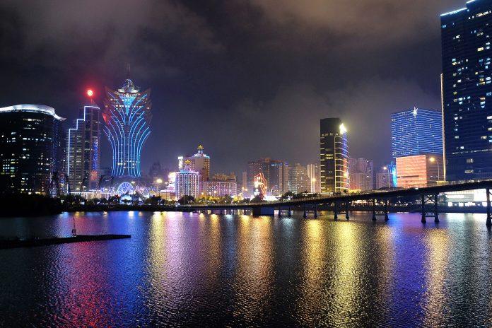 惠譽料明年全球賭業前景有改善 澳門明年上半賭收仍恐跌6成