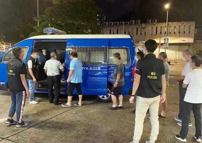 治安警冚非法賭檔2檔主斷正 8客涉賭十三張抽水打牌齊被捕